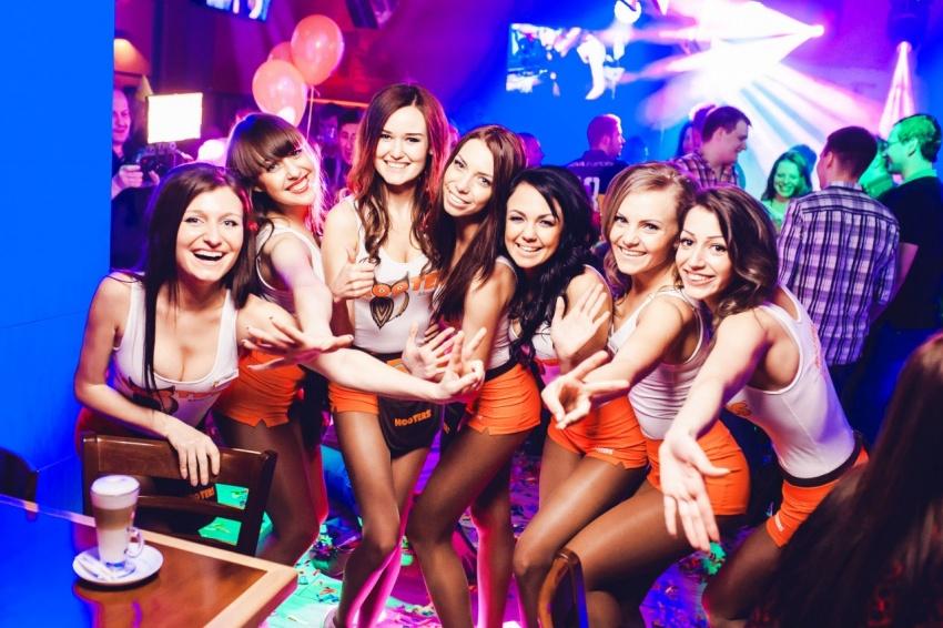 Работа официантки москва ночной клуб горный алтай ночные клубы